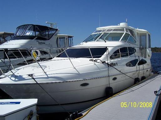 2004 Cruisers Yachts 405 Express Motor Yacht