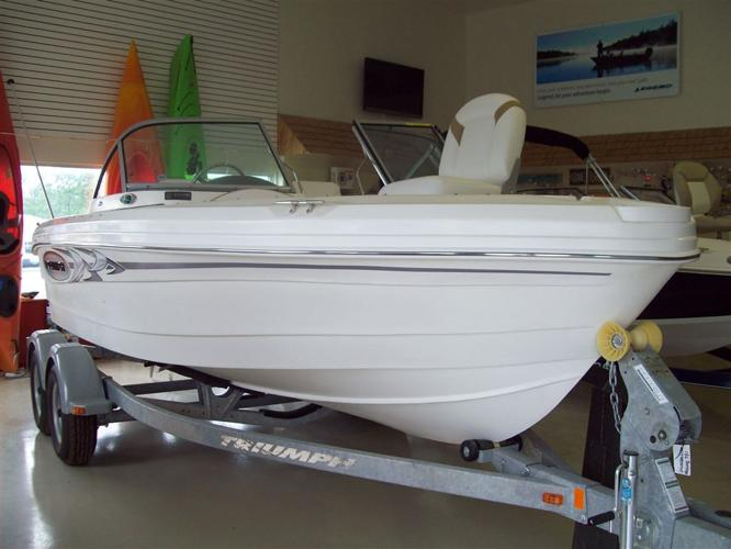 2015 Triumph Boats 186 FS - Last 2015! Fish in the morning, ski in the afternoon, this boat ca - Kingston