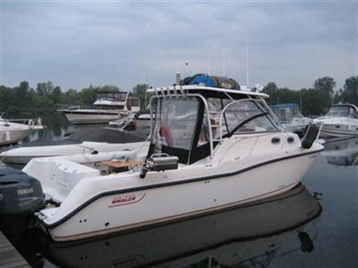 2005 Boston Whaler Conquest